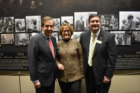 Drs. Laurel and Bob Vartabedian with 2018 Convocation speaker Chris Wallace